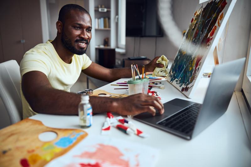 Pintor aposta na Passion Economy